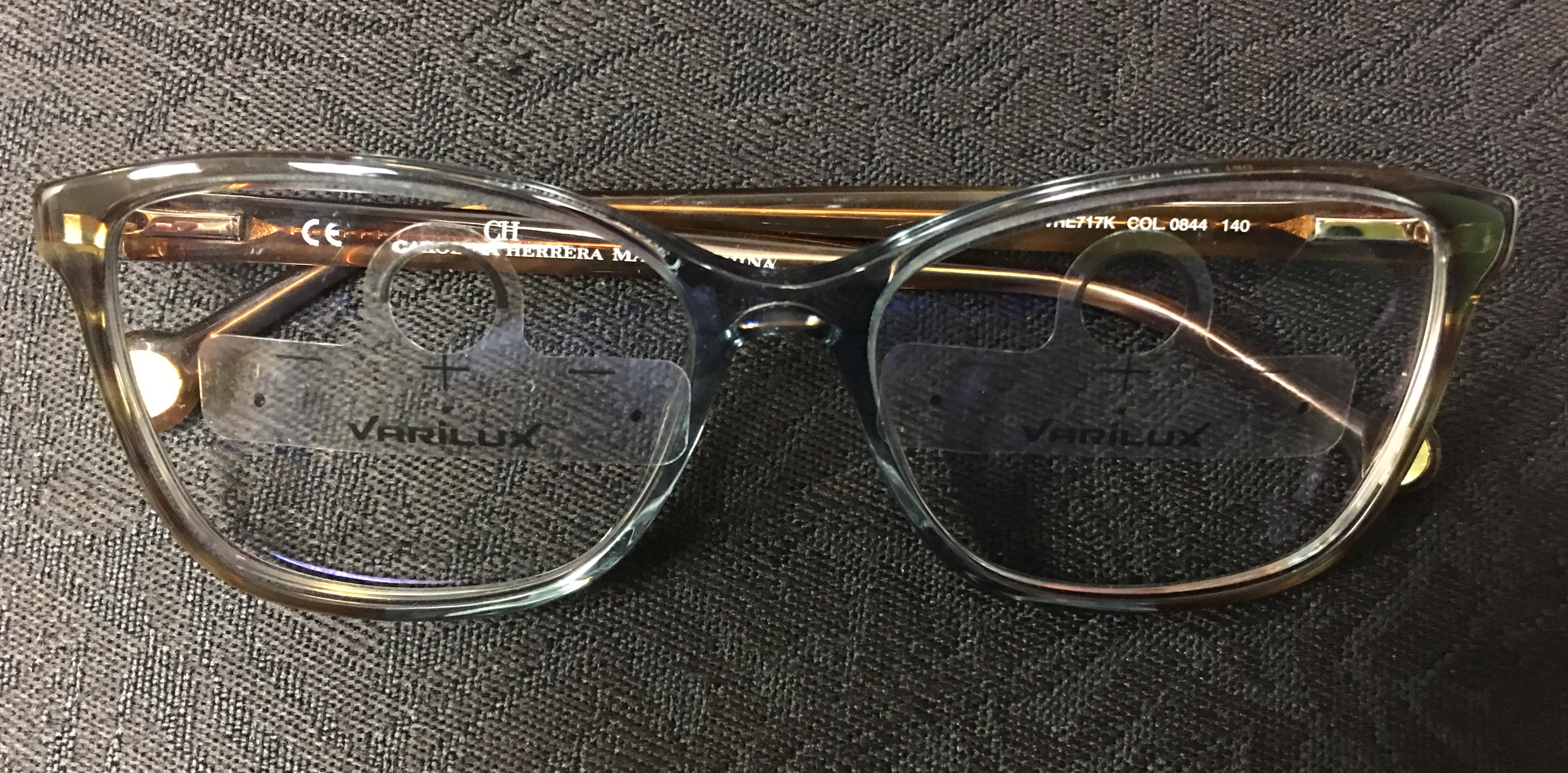 Progressive lens with a Varilux Lens cling